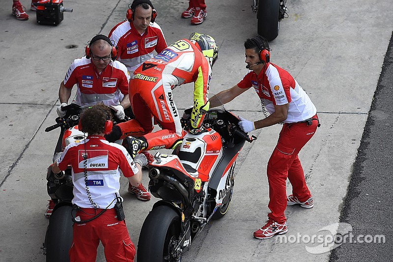 Marquez, Rossi back lower pitlane speed after Bautista incident