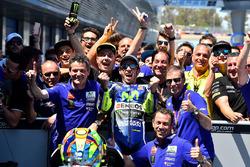 Переможець Валентино Россі, Yamaha Factory Racing святкує з командою