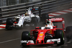 Феліпе Масса, Williams Martini Racing FW38 та Себастьян Феттель, Scuderia Ferrari SF16-H