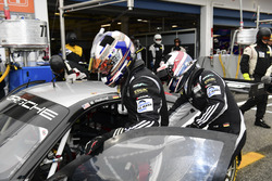 Pit stop #77 Proton Competition Porsche 911 RSR 991: Marc Hedlund, Marco Seefried, Wolf Henzler