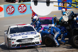 Trevor Bayne, Roush Fenway Racing Ford pit action