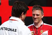 فورمولا 1 صور - توتو وولف، مدير فريق مرسيدس وجايمس أليسون، المدير التقني لفريق فيراري