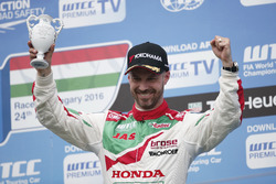 Podium: third place Tiago Monteiro, Honda Racing Team JAS, Honda Civic WTCC