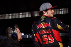 (L to R): Carlos Sainz, with his son Carlos Sainz Jr., Scuderia Toro Rosso