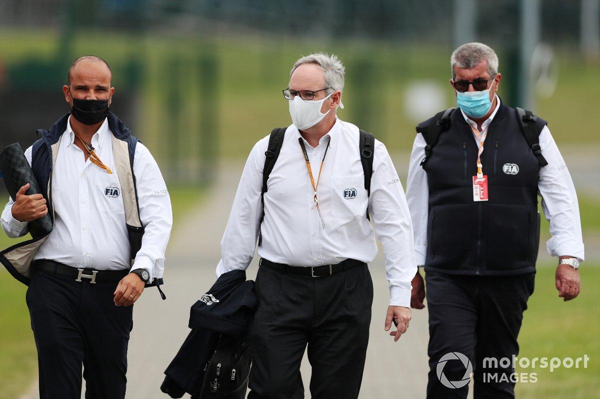 Comisarios de la FIA y Vitantonio Liuzzi