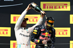 Podium: second place Nico Rosberg, Mercedes AMG F1 Team and third place Daniel Ricciardo, Red Bull Racing celebrate with champagne