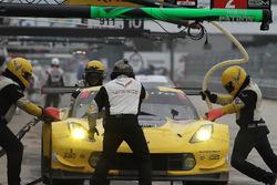 Pitstop for #4 Corvette Racing Chevrolet Corvette C7.R: Oliver Gavin, Tommy Milner, Marcel Fässler