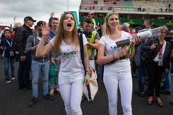 WEC girls and their t-shirt thrower