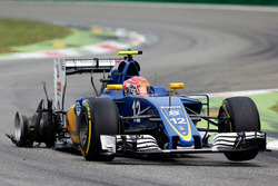 Felipe Nasr, Sauber C35 with a puncture