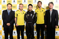 Sun Yue Yang with Jolyon Palmer and Kevin Magnussen, Renault Sport F1 Team