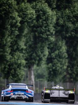 #78 KCMG Porsche 911 RSR: Christian Ried, Wolf Henzler, Joel Camathias, #4 ByKolles Racing CLM P1/01: Simon Trummer, Pierre Kaffer, Oliver Webb