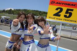 Lovely Team Tsuchiya grid girls