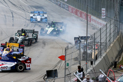 James Hinchcliffe, Schmidt Peterson Motorsports Honda, Max Chilton, Chip Ganassi Racing Chevrolet, crash
