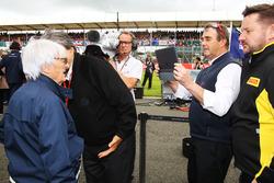 Nigel Mansell, FIA Steward on the grid with Bernie Ecclestone,