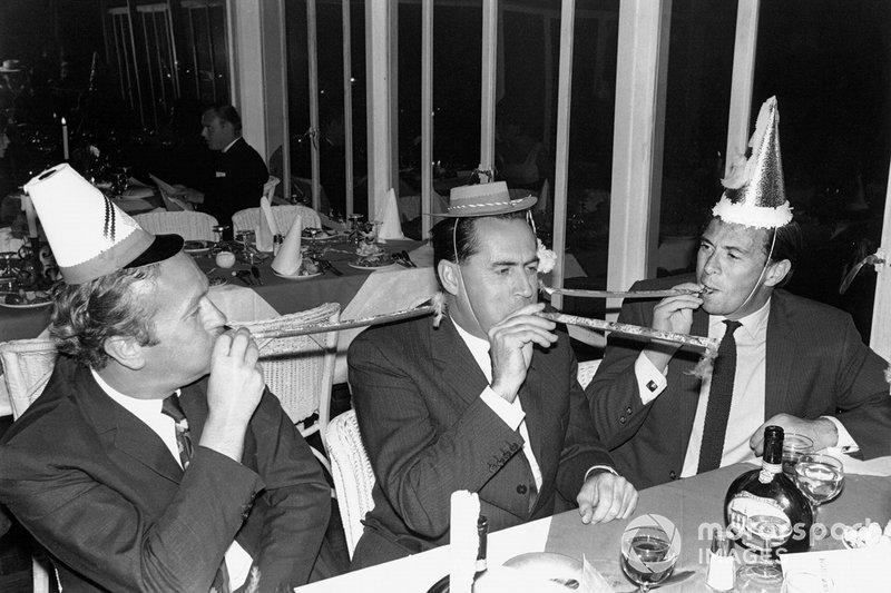 Chapman, Jack Brabham and Clark on New Year's Eve '67, the day before Clark's domination of his final GP. Might Jimmy have switched to Jack's team after the '68 season was over?