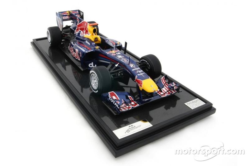 Miniature Amalgam 1:8 - Red Bull RB6 de Sebastian Vettel, GP d'Abu Dhabi 2010