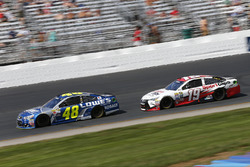 Jimmie Johnson, Hendrick Motorsports Chevrolet, Carl Edwards, Joe Gibbs Racing Toyota