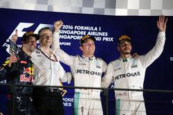 Temporada 2016 F1-singapore-gp-2016-the-podium-l-to-r-daniel-ricciardo-red-bull-racing-second-nico-rosber