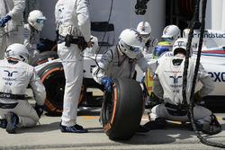 Felipe Massa, Williams FW38, pit action