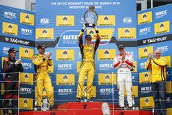 Podium: Race winner Nicky Catsburg, LADA Sport Rosneft, Lada Vesta; James Thompson, All-Inkl Motorsport, Chevrolet RML Cruze TC1; second place Gabriele Tarquini, LADA Sport Rosneft, Lada Vesta; third  place Norbert Michelisz, Honda Racing Team JAS, Honda Civic WTCC