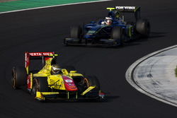 Sean Gelael, Pertamina Campos Racing leads Marvin Kirchhofer, Carlin