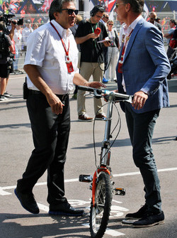 Pasquale Lattuneddu of the FOM with David Coulthard, Red Bull Racing and Scuderia Toro Advisor / Channel 4 F1 Commentator