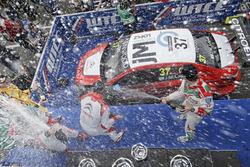 Podium: second place Nicky Catsburg, LADA Sport Rosneft, Lada Vesta; Winner José María López, Citroën World Touring Car Team, Citroën C-Elysée WTCC; Tiago Monteiro, Honda Racing Team JAS, Honda Civic WTCC