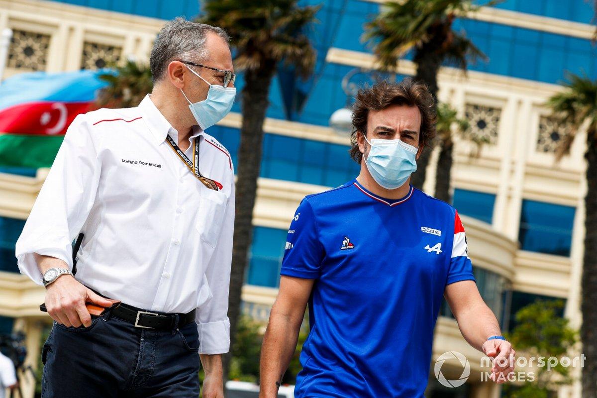 Stefano Domenicali, CEO, Formula 1 y Fernando Alonso, Alpine F1