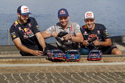 Shane van Gisbergen, Craig Lowndes, Jamie Whincup, Triple Eight Race Engineering Holden with RC cars