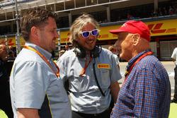 Paul Hembery, Pirelli Motorsport Director, and Niki Lauda, Mercedes Non-Executive Chairman, on the grid