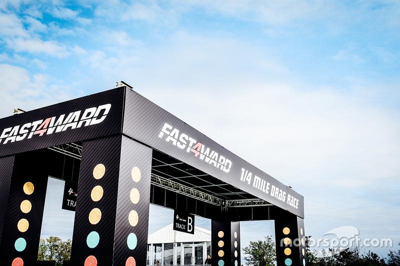 "Fast4ward直线竞速赛上演""机场大战"""