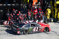 Kurt Busch, Stewart-Haas Racing Chevrolet pit action