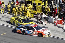 Chrash in Pit road: Matt Kenseth, Joe Gibbs Racing Toyota and Regan Smith, Tommy Baldwin Racing Chevrolet