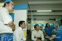 Renault retains Alonso and Trulli for 2004