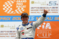 Vernay wins caution plagued Macau qualification race