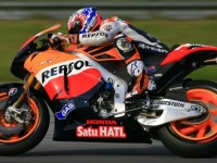 Stoner and Pedrosa in devastating form at Qatar