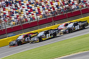 Mike Wallace leads at Charlotte, finishes 15th