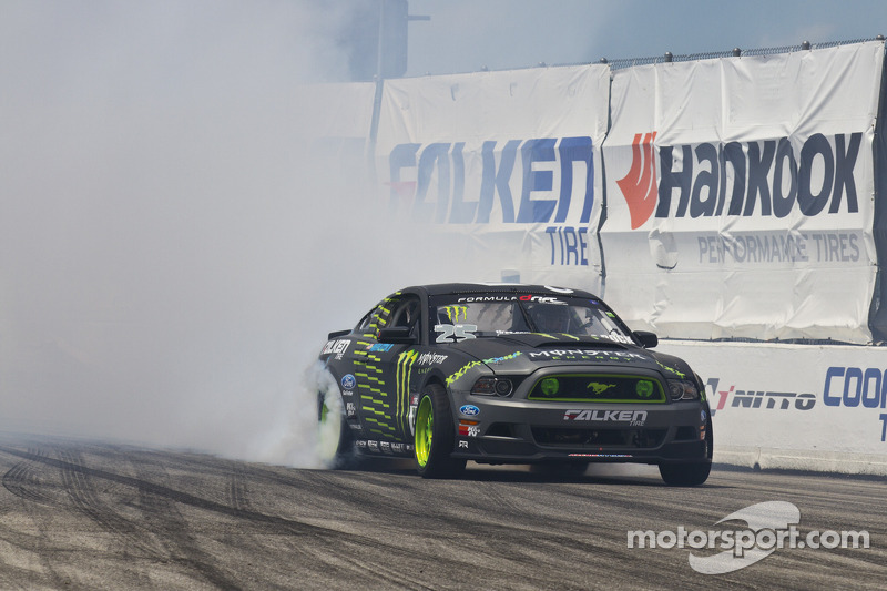 Gittin Jr. working his way up in the points at Formula Drift round 3 at Palm Beach