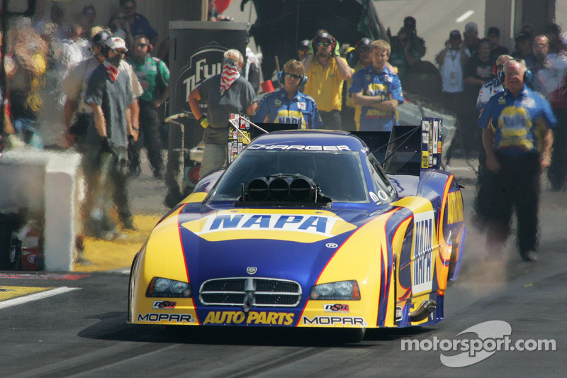 Funny Car driver Ron Capps riding wind of success heading to chicago