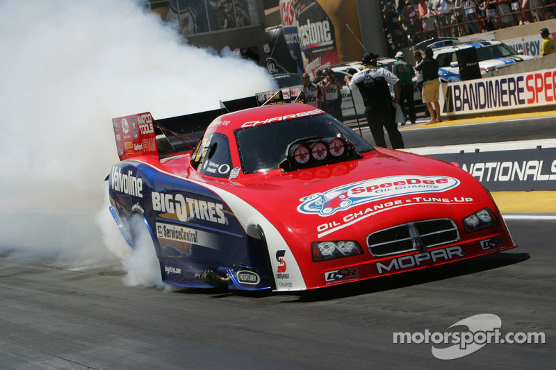 Johnny Gray wins NHRA Funny Car battle in Sonoma
