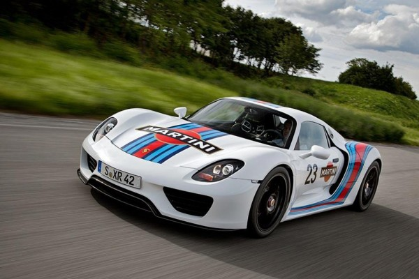 Porsche unleashes the Martini 918 Spyder Hybrid - Video