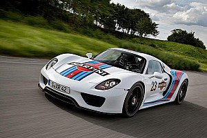 Automotive Breaking news Porsche unleashes the Martini 918 Spyder Hybrid - Video