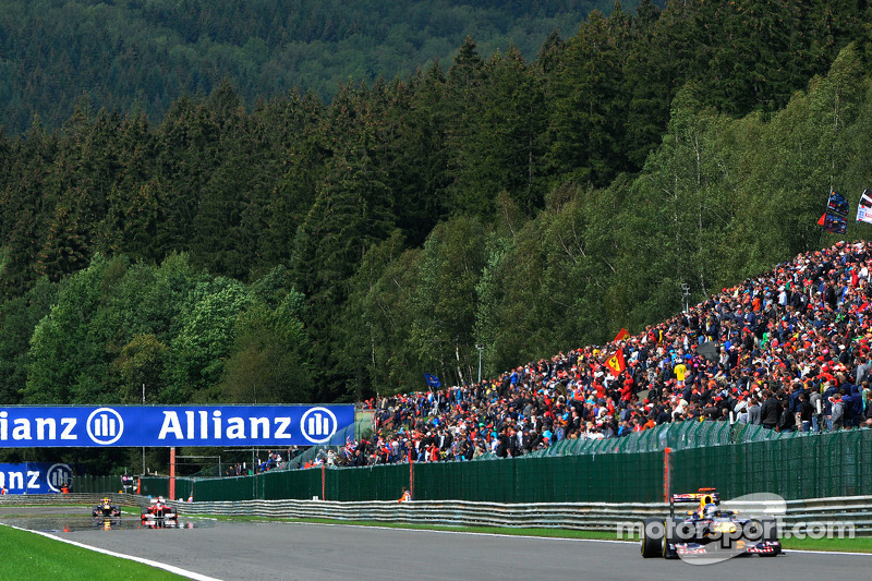 Spa aids spectators after ticket agency collapse