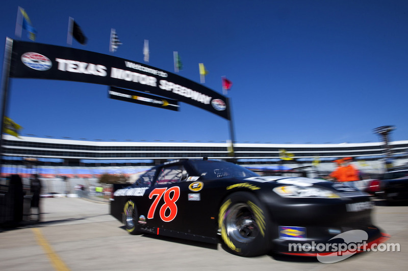 Kurt Busch hangs tough to post 8th-place Texas 500 finish