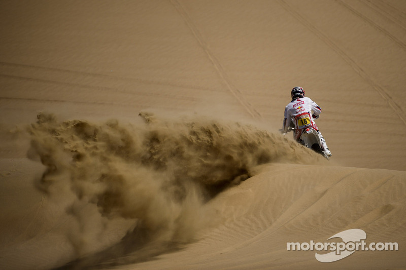 Peru: Stage 2 hits the sand dunes in Pisco loop - video