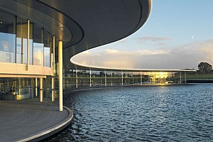 Sergio Perez enjoys his first visit at the McLaren headquarters - video