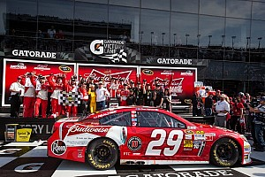 NASCAR Sprint Cup Breaking news Harvick powers to victory in Duel No. 1 at Daytona