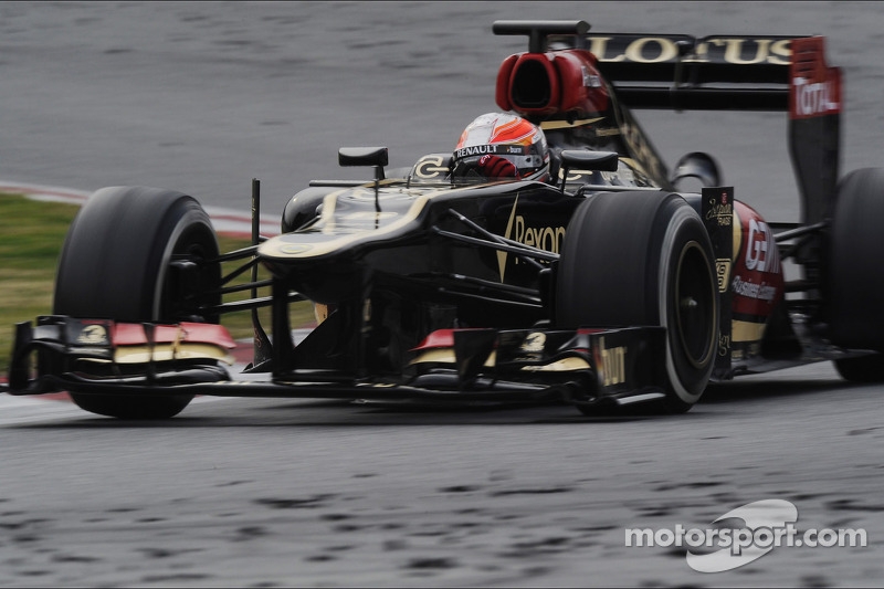 Lotus evaluated performance on the wet track of Barcelona