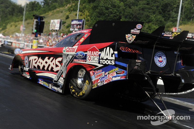 Courtney Force wins inaugural New England Nationals