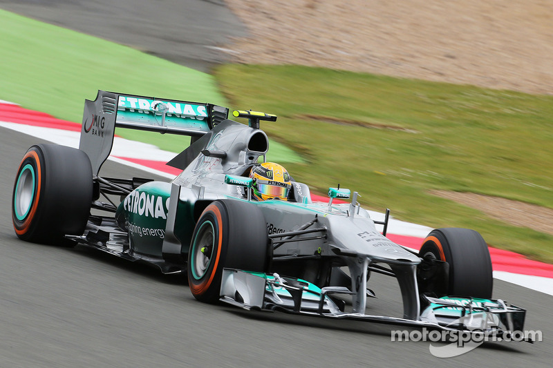 Lewis Hamilton takes homeland pole at Silverstone